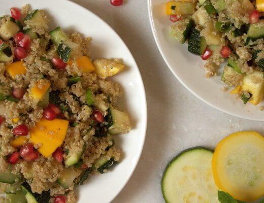 Quinoa salade met courgette granaatappel munt